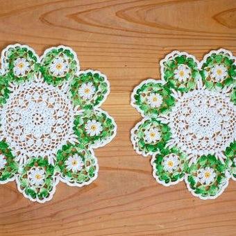 スウェーデンで見つけた手編みドイリー2枚セット(グリーン&ホワイト・お花型)の商品写真