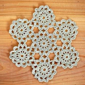 スウェーデンで見つけた手編みドイリー(グリーン・お花型)の商品写真
