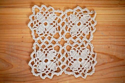 スウェーデンで見つけた手編みドイリー(ベージュ・スクエア)の商品写真