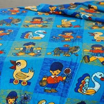 スウェーデンで見つけたヴィンテージの布(動物と子供)の商品写真