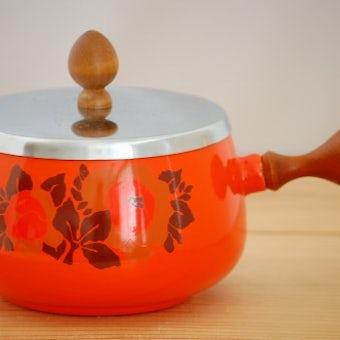 デンマークで見つけたホーロー製のレトロな片手鍋の商品写真