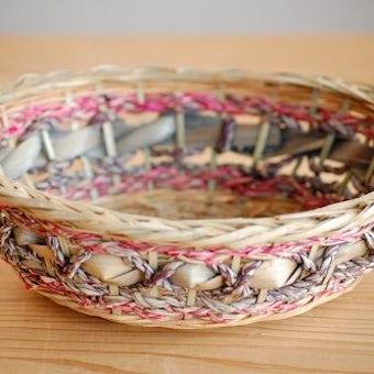 デンマークで見つけた古いバスケット(ピンク&パープル)の商品写真