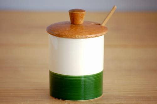 スウェーデンで見つけた木蓋&木ベラ付き陶器のマスタードポットの商品写真