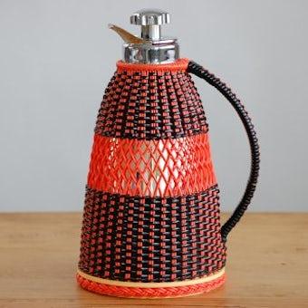 スウェーデンで見つけたビニールストロー素材カバー付き魔法瓶(オレンジ×ブラック)の商品写真