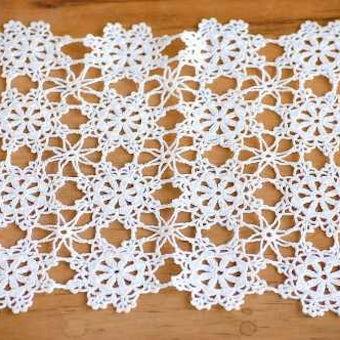 スウェーデンで見つけた手編みのドイリー(ホワイト・スクエア)の商品写真
