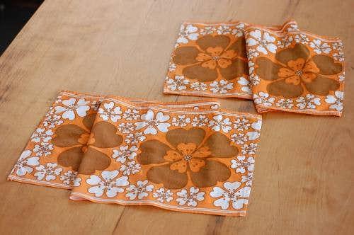 スウェーデンで見つけたテーブルランナー&センタークロス2枚セット(オレンジ・花柄)の商品写真