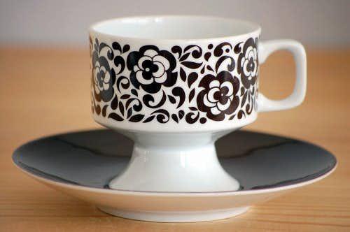 スウェーデンで見つけたコーヒーカップ&ソーサー(ブラウン・花柄)の商品写真