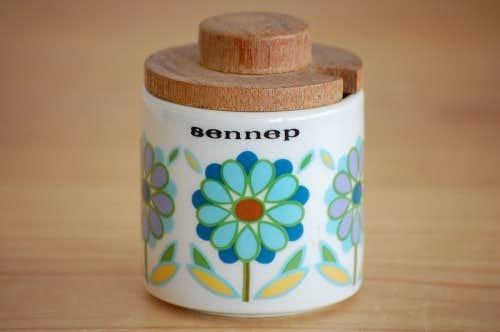 デンマークで見つけた木蓋付き陶器のマスタードポット(お花模様)の商品写真