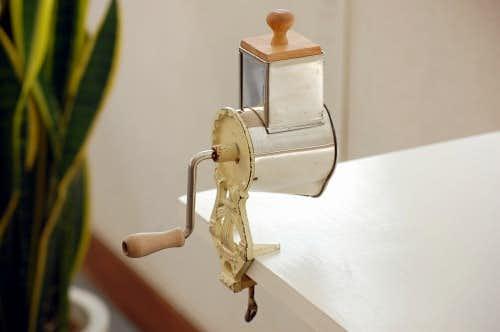 スウェーデンで見つけた卓上アーモンドミル(アイボリー)の商品写真