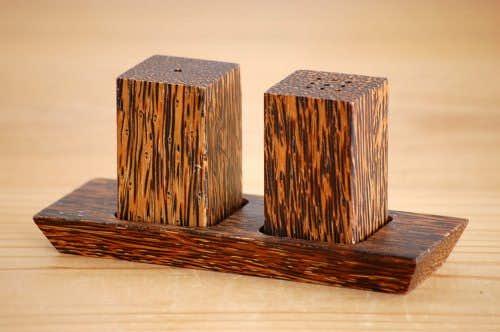 スウェーデンで見つけた木製の卓上調味料セット(ソルト&ペッパー)の商品写真