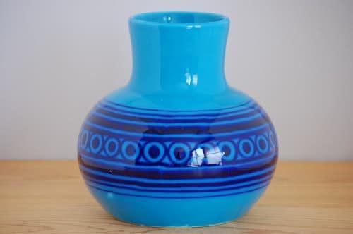 スウェーデンで見つけたブルーの大きな花瓶(壷)の商品写真