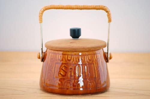 スウェーデンで見つけた持ち手&木蓋付き陶器のポット(ニシン)の商品写真