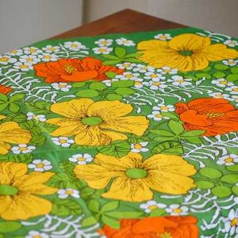 スウェーデンで見つけたテーブルクロス(グリーン・花柄)の商品写真