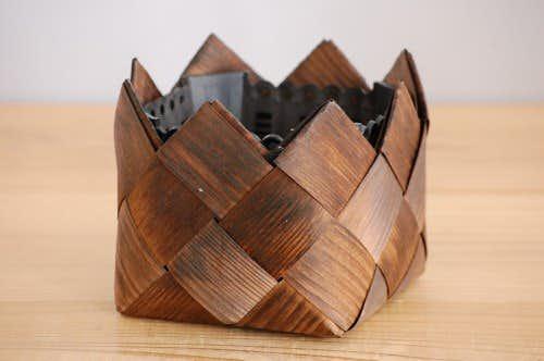 スウェーデンで見つけた木の皮で編まれた植木鉢カバー(プラスティックケース付き)の商品写真