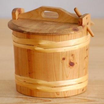 スウェーデンで見つけた木製の小さな入れ物の商品写真