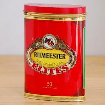 スウェーデンで見つけた古いブリキ缶(レッド)の商品写真
