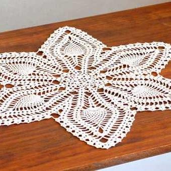 スウェーデンで見つけた手編みドイリー(ベージュ・星型)の商品写真