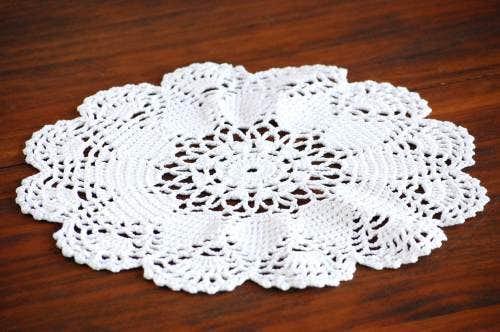 スウェーデンで見つけた手編みドイリー(ホワイト・お花型)の商品写真