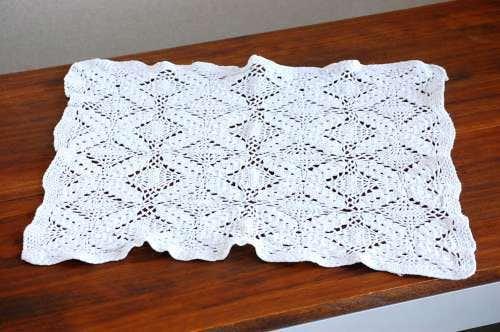 スウェーデンで見つけた手編みドイリー(ホワイト・スクエア)の商品写真