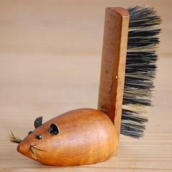 デンマークで見つけたチーク材のブラシ(ネズミ)の商品写真
