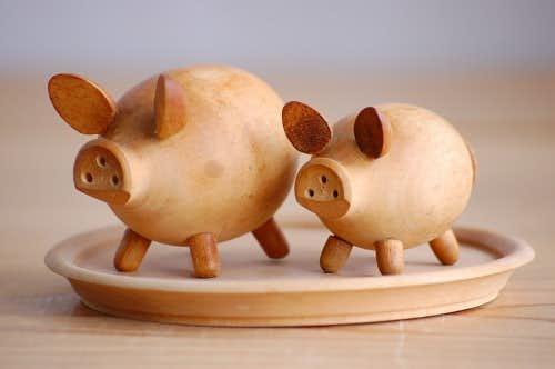 デンマークで見つけた木製ソルト&ペッパー卓上セット(豚の親子)の商品写真