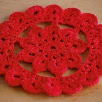 スウェーデンで見つけた手編みドイリー(レッド)の商品写真