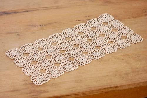 スウェーデンで見つけた手編みドイリー(長方形ベージュ)の商品写真