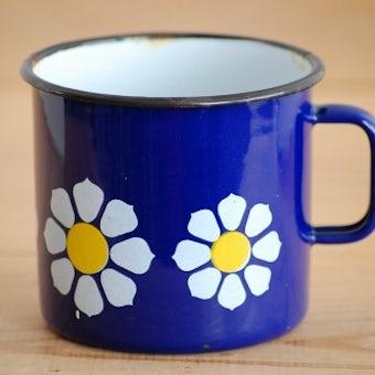 デンマークで見つけたホーロー製のカップ(ブルー、お花模様)の商品写真