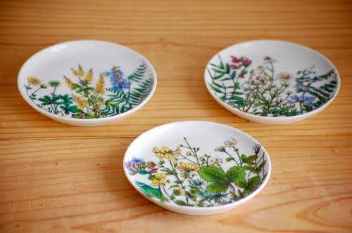 デンマークで見つけた野の花の絵が美しい小皿3枚セットの商品写真