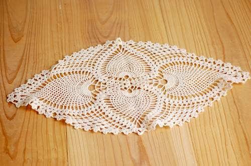 スウェーデンで見つけた手編みドイリー(楕円形・ベージュ)の商品写真