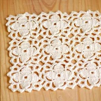 スウェーデンで見つけた手編みドイリー(スクエア・クリーム色)の商品写真