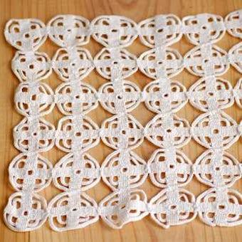 スウェーデンで見つけた手編みドイリー(スクエア・ホワイト)の商品写真