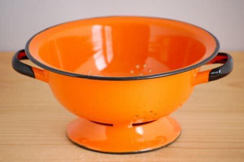 デンマークで見つけたホーロー製コランダー(オレンジ)の商品写真
