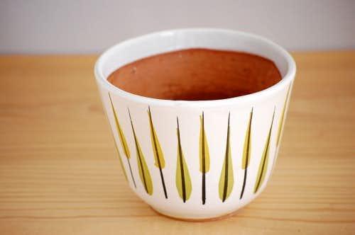 スウェーデンで見つけた葉っぱ模様が可愛い陶器の植木鉢の商品写真