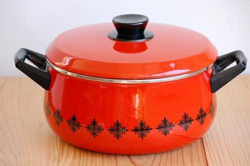 デンマークで見つけたホーロー製の大きな両手鍋(オレンジ)の商品写真