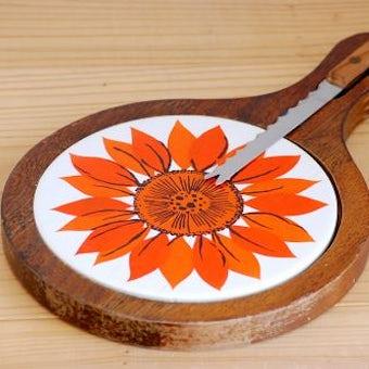 スウェーデンで見つけたカッティングボード(ひまわり)(ナイフ付き)の商品写真
