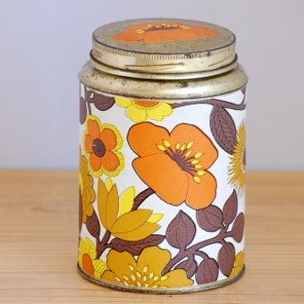 スウェーデンで見つけた手作り感が可愛い古いブリキ缶(花柄)の商品写真