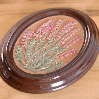 スウェーデン/GABRIEL/ガブリエル釜/陶板の壁掛け(ピンク色の実)の商品写真