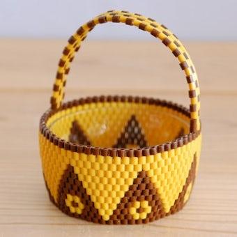 デンマークで見つけたストロー素材で編まれたバスケット(ガラス容器付き)の商品写真