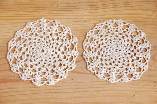 スウェーデンで見つけた手編みドイリー2枚セット(ベージュ)の商品写真