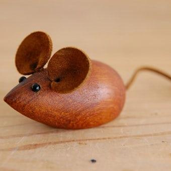 スウェーデンで見つけたチーク材のネズミのオブジェの商品写真