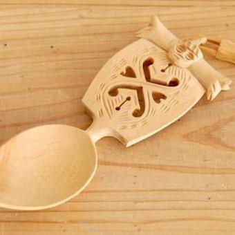スウェーデンで見つけた工芸品/木製チェーンが付いた飾り用スプーンの商品写真