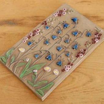 スウェーデン/JIE釜/陶板の壁掛け(ブルーの小さなお花)の商品写真