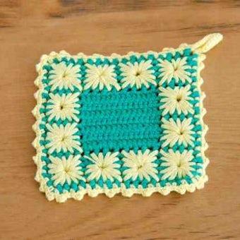 スウェーデンで見つけた手編みのポットマット(イエロー&グリーン、スクエア)の商品写真