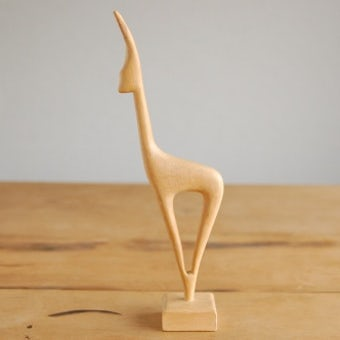 スウェーデンで見つけた木製の鹿のオブジェの商品写真