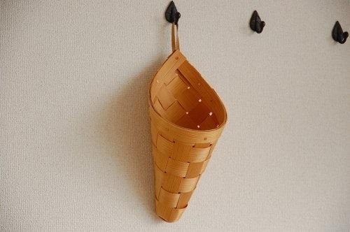 スウェーデンで見つけたパインカゴ(円錐型)の商品写真