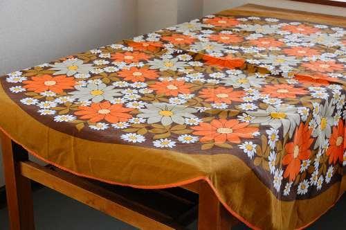 スウェーデンで見つけた花柄のテーブルクロス(ラウンド)の商品写真
