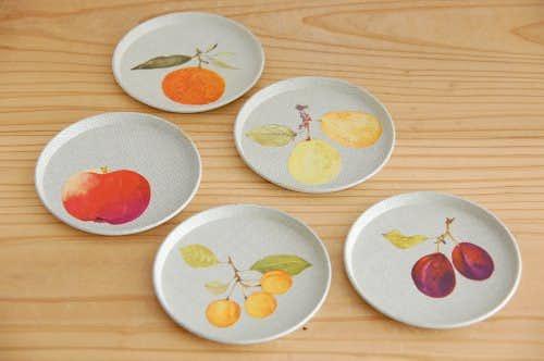 デンマークで見つけたブリキのコースター小5枚セット(果実)の商品写真