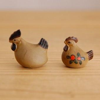 スウェーデンで見つけた小さなニワトリのオブジェ2個セットの商品写真