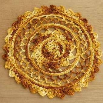 スウェーデンで見つけた手編みドイリー(オレンジ・丸型)の商品写真